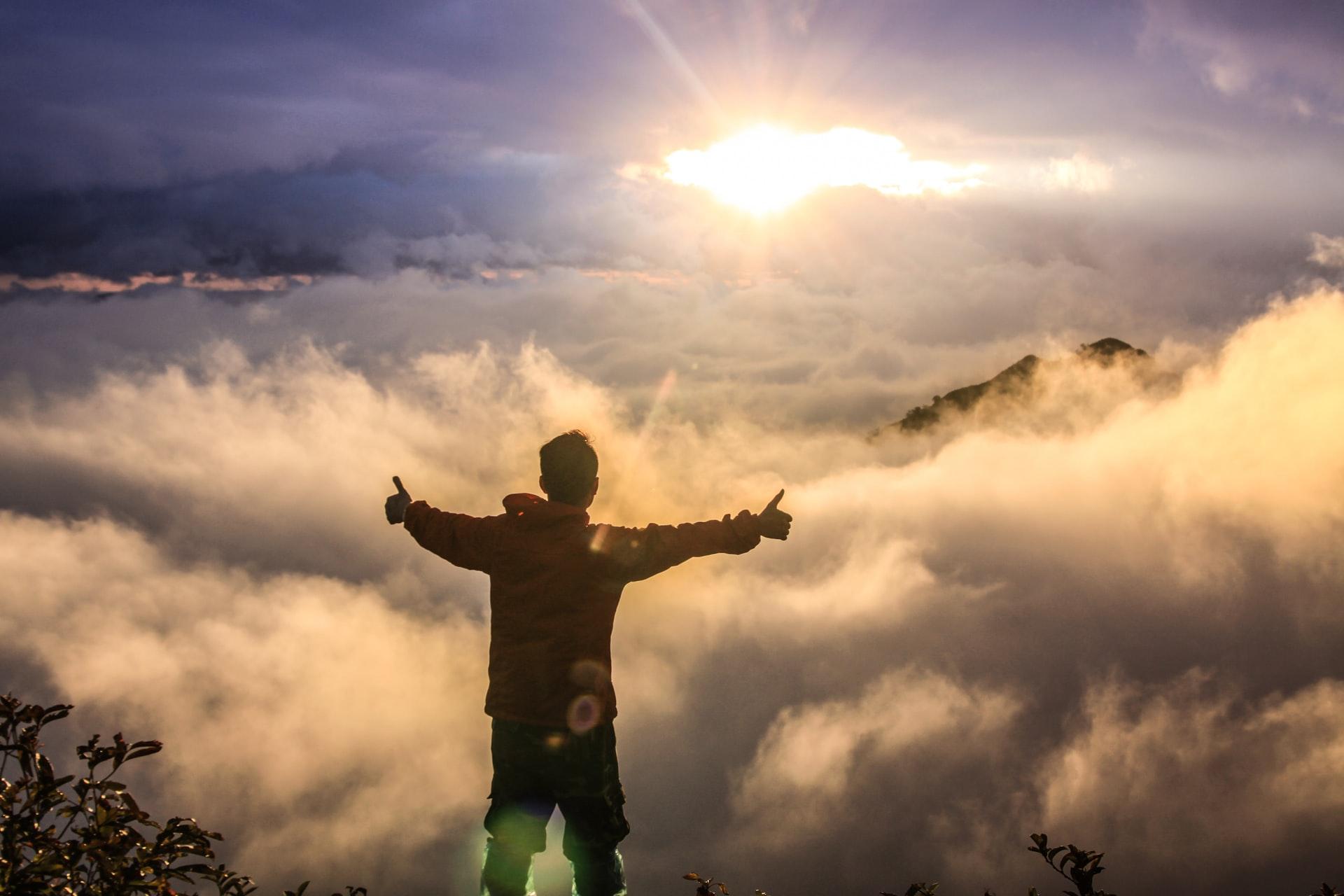 A Phil Fischer Devotional: Light Of The World - Jesus Lives
